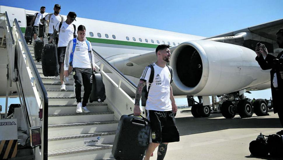 """Estamos en casa"", celebró  Messi al arribar a Barcelona"