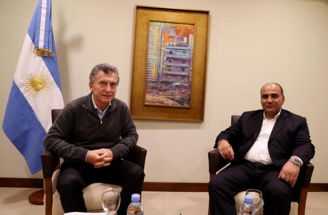 En Las Termas De Rio Hondo Macri Y Manzur Conversaron Durante Mas De 40 Minutos El Gobernador Planteo Sus Criticas A La Politica Economica Telam