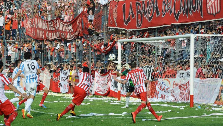 EN EL RECUERDO. San Martín venció a Atlético en La Ciudadela y se quedó con la Copa Bicentenario que disputaron en 2016. (ARCHIVO)