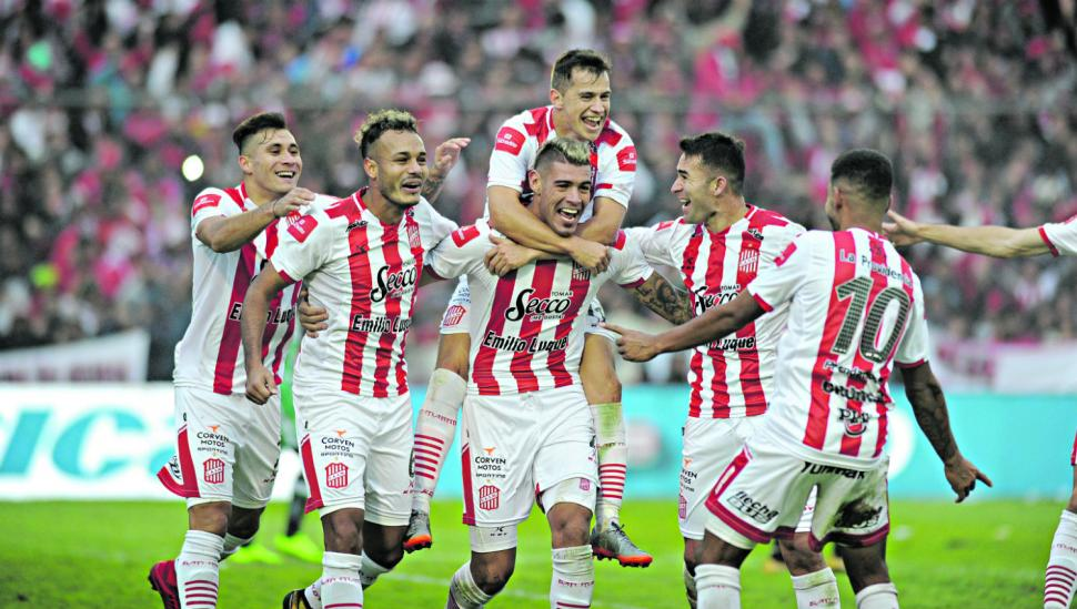 San Martín entra a la Superliga por la puerta grande