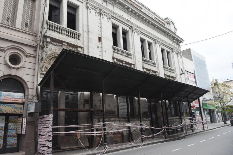 La Caja rescindiría el contrato de una obra en la city por su abandono