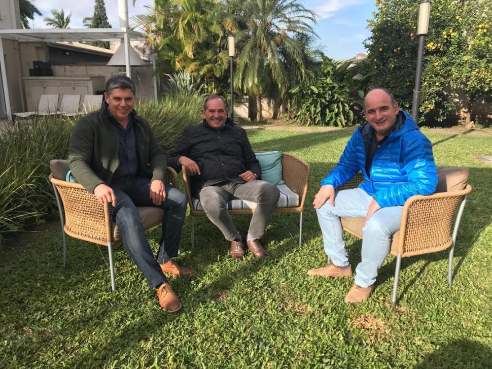 CON EL ESTE. Alperovich recibió ayer al legislador Julio Silman y al intendente de Alderetes, Sergio Venegas.