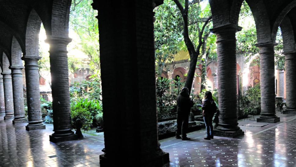 Las grietas jaquean el convento San Francisco y la Asistencia Pública