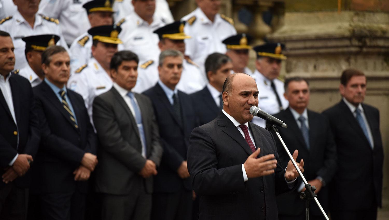 Manzur durante la asunción de los 100 policías que se sumaron a la fuerza de seguridad. LA GACETA/FOTO DE FOTO DE DIEGO ARÁOZ