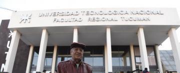 Volvió a clase después de 40 años y a los 78 se recibió de ingeniero en Tucumán