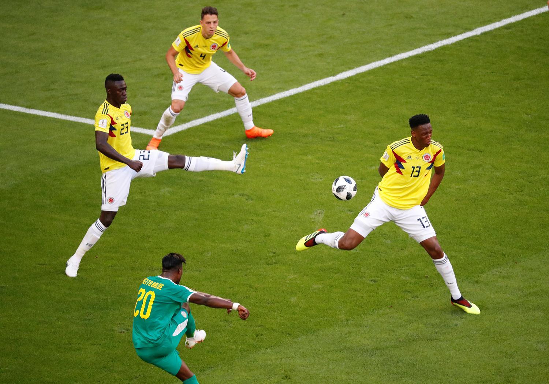 MANO A MANO. Senegal y Colombia. (RETUERS)