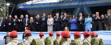 Al final, Macri tuvo su desfile patrio en Tucumán