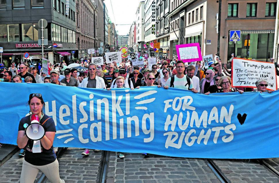 MOVILIZACIÓN Y CRÍTICAS. Miles de manifestantes reclaman contra la política de derechos humanos de Putin.  reuters