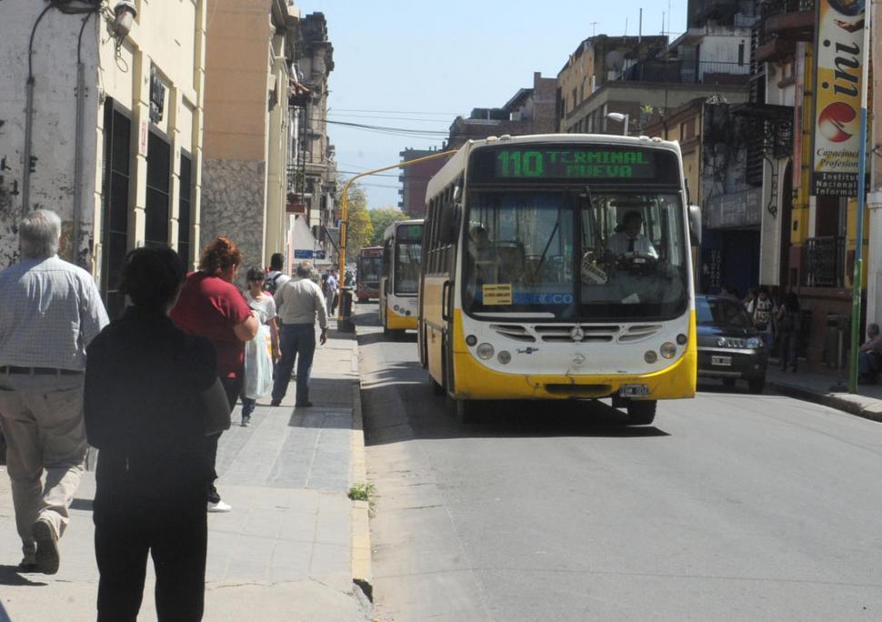 Buenos Aires recibe el doble de subsidios al transporte que Tucumán