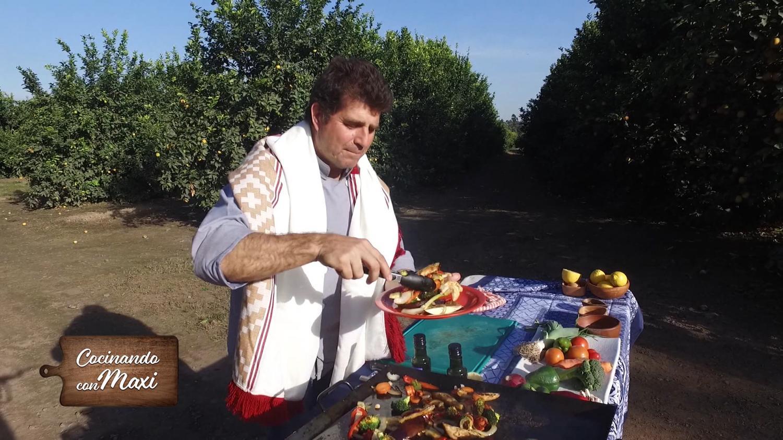 Hoy en cocinando con maxi arrolladito de pollo relleno for Cocinando con sergio en la1