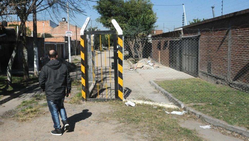 Los vecinos alambraron la calle para frenar los robos