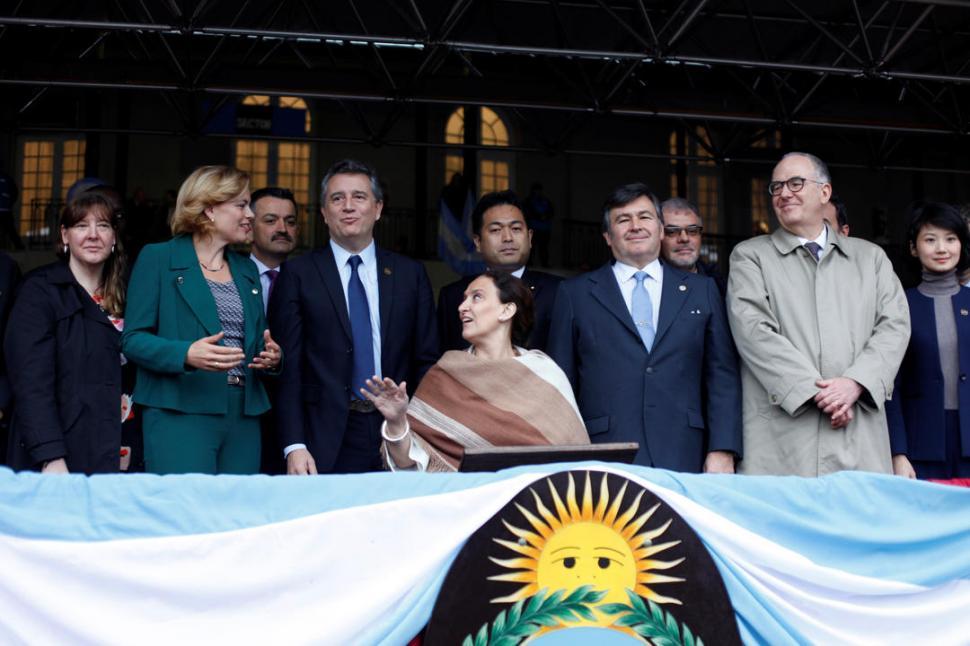 EN EL PALCO CENTRAL. La vicepresidenta Gabriela Michetti junto al ministro Luis Etchevehere (izq.), al anfitrión Daniel Pelegrina (der.) y a ministros del G-20. fotos reuters