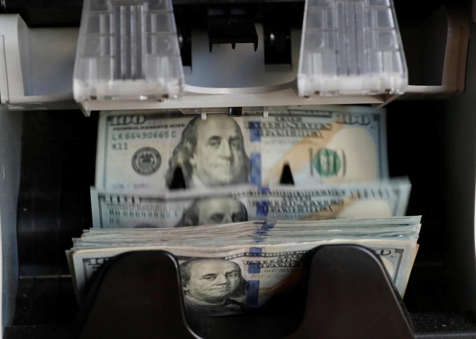 IMPARABLE. El dólar sigue su escalada y la preocupación crece entre los inversores y los funcionarios. REUTERS