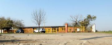 """La escuela de José López iba a tener hasta bicisendas, pero la inversión de U$S 300.000 sólo """"existe"""" en una foto"""