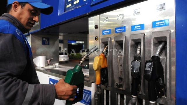 bf4748052fa2 Es el segundo reajuste en cuatro días del mes. El valor de los combustibles  se mueven al ritmo del dólar.