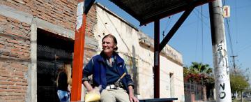 Villa Amalia: por los robos, espera armado con un cuchillo el colectivo
