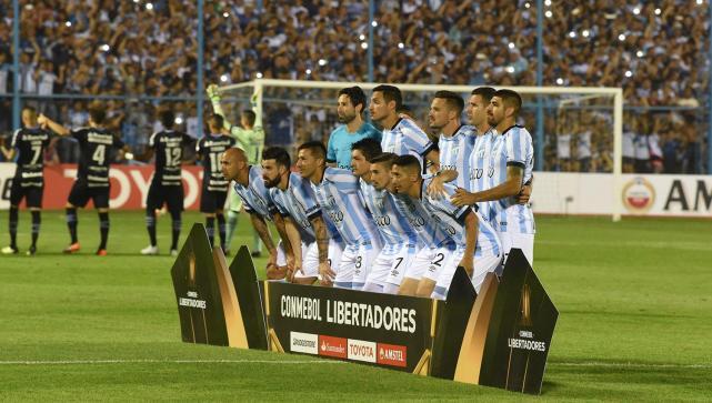 Los amantes del fútbol siguieron de cerca el rendimiento de Atlético ante  Gremio. LA GACETA FOTO DE DIEGO ARÁOZ c4e96227fec9a