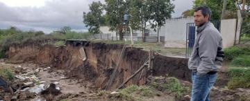 Lluvias en el sur: eran caminos, ahora son canales de cinco metros de profundidad