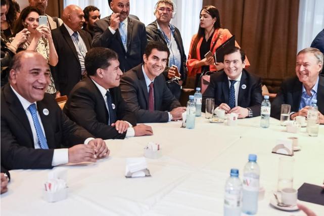La Foto Que Se Tomaron Los Gobernadores Durante La Reunion De Esta Tarde