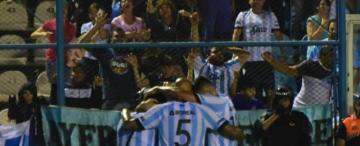 Atlético goleó a Independiente en el Monumental y sigue de cerca al líder