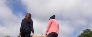 """En el patio de una vecina de Santa Ana crearon """"El Fogoncito"""", con un menú a $25 para todo el pueblo"""