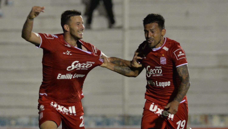 Los jugadores festejaron el empate ante Patronato.  FOTO DE JAVIER ESCOBAR / ESPECIAL PARA LA GACETA