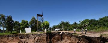 Alto El Puesto, el pueblo del sur que está a punto de ser devorado por la tierra y el agua