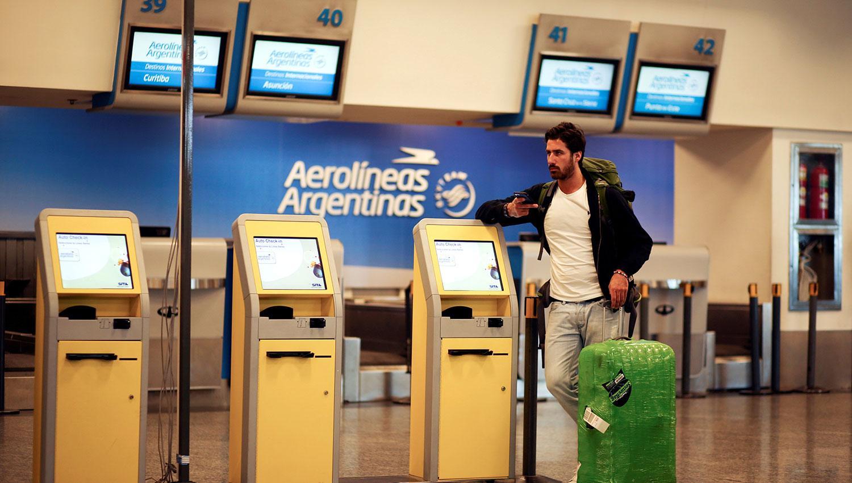 Cancelan vuelos de Aerolíneas Argentinas por conflicto gremial
