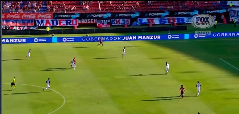 EN LOS ESTADIOS. El sábado, la publicidad oficial durante el partido entre San Lorenzo e Independiente.