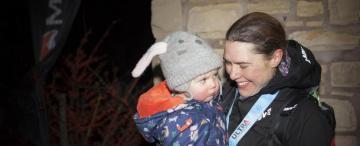 La madre que ganó una carrera de 430 km con paradas para amamantar