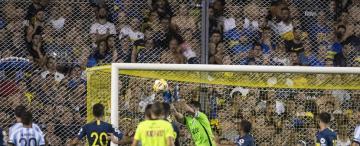 Con calma, Atlético derriba a los grandes y hace historia