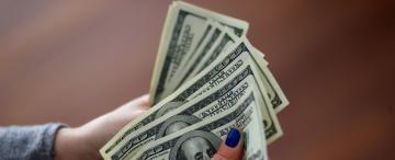 Cuáles son los tres factores que acercan al dólar a su máximo histórico