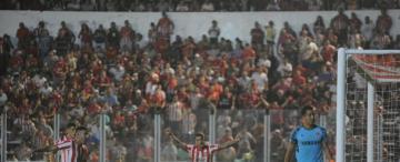San Martín volvió a regalar goles, a fallar en la puntada final y quedó al borde del abismo