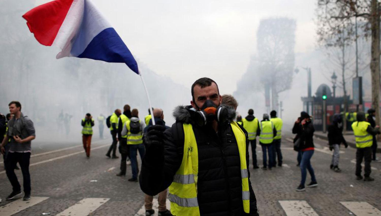 Mujeres encabezan 17° marcha de chalecos amarillos en Francia