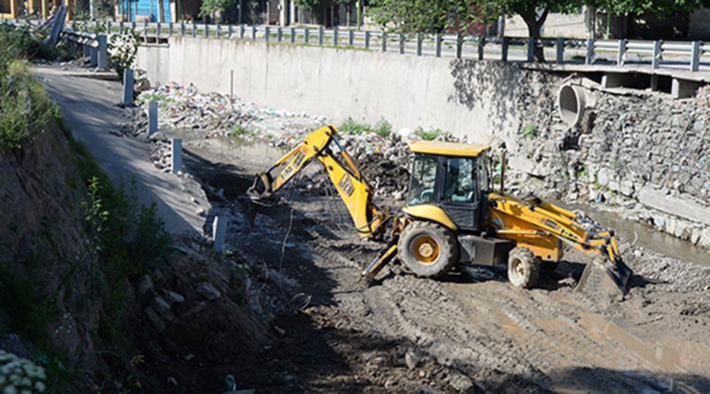 """La lluvia colapsó el Canal Sur: se ensucia porque la Municipalidad no se hace cargo de los residuos"""""""