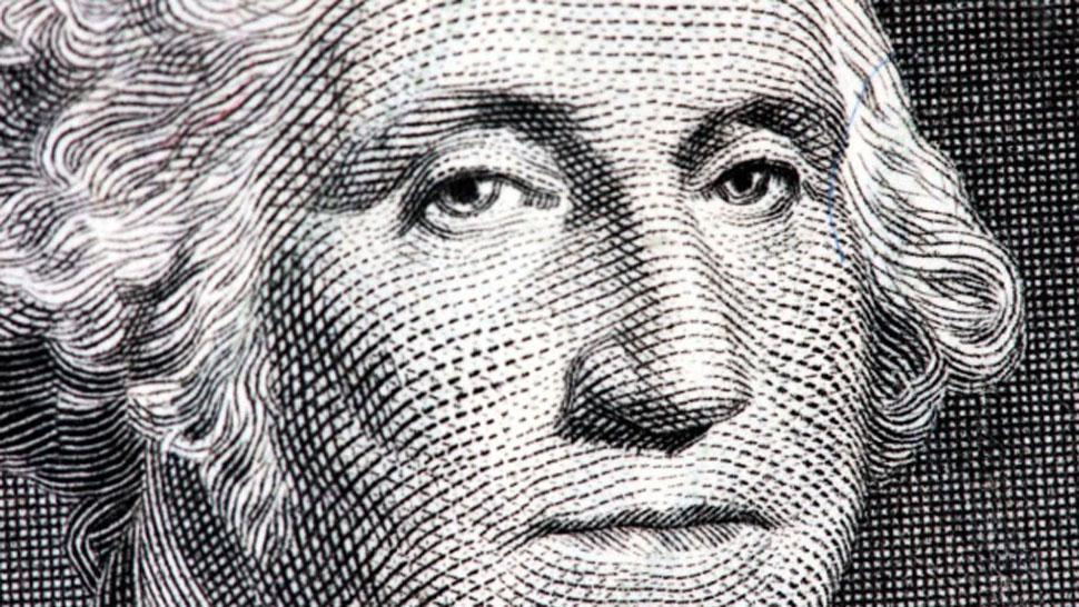 El dólar comienza la semana con una leve baja