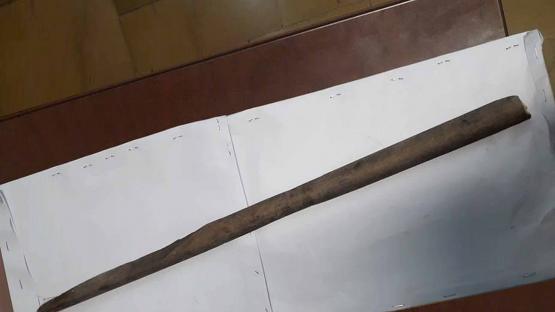 Insólito: afiló un palo de escoba y lo usó como lanza para robar