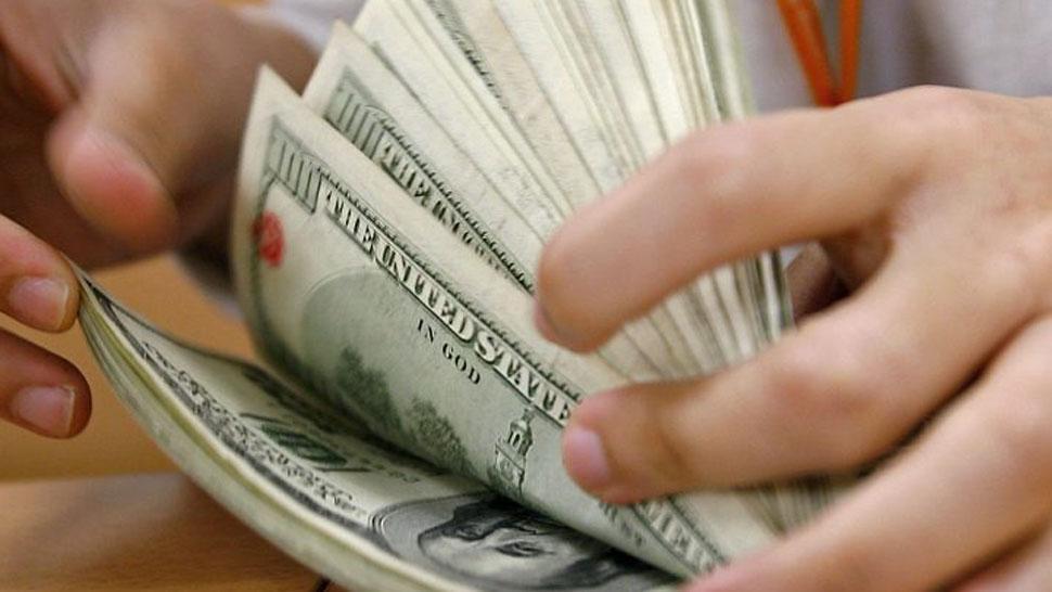 País: El dólar arrancó la semana en baja y cede 13 centavos