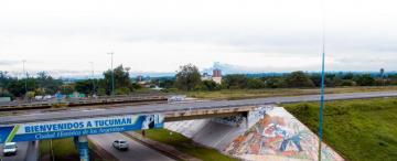 Los murales se abren paso entre las pintadas políticas