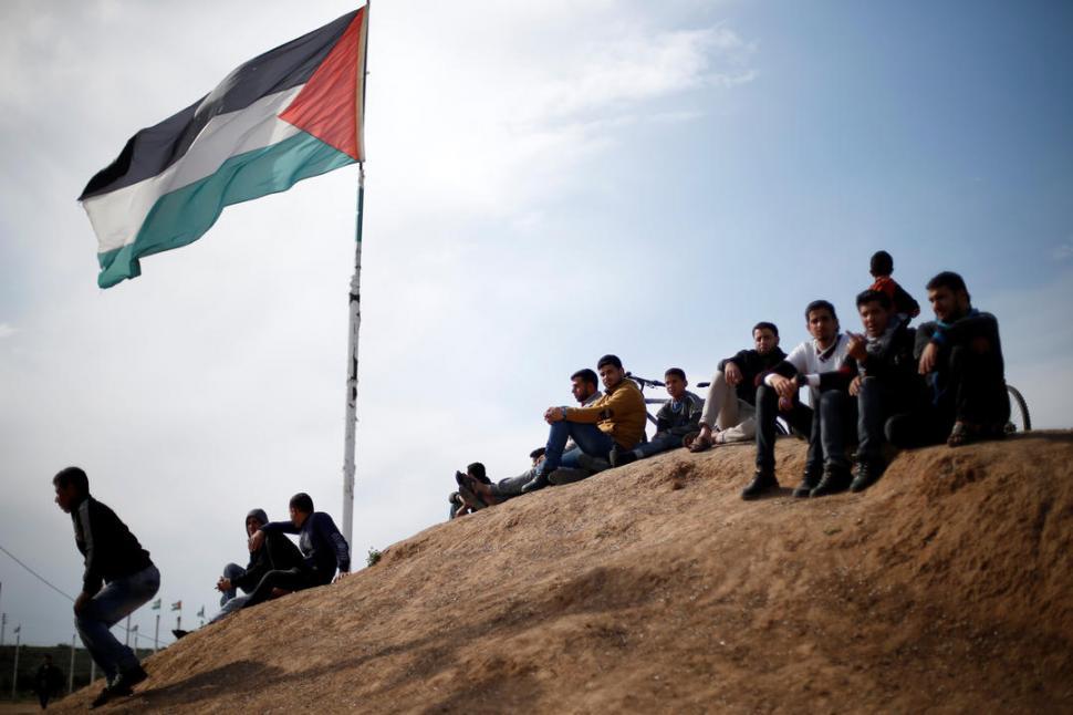 Tres palestinos muertos por disparos israelíes en las protestas de Gaza