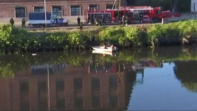 1509ae587 Encontraron el cuerpo del niño que viajaba en un auto que cayó en el ...
