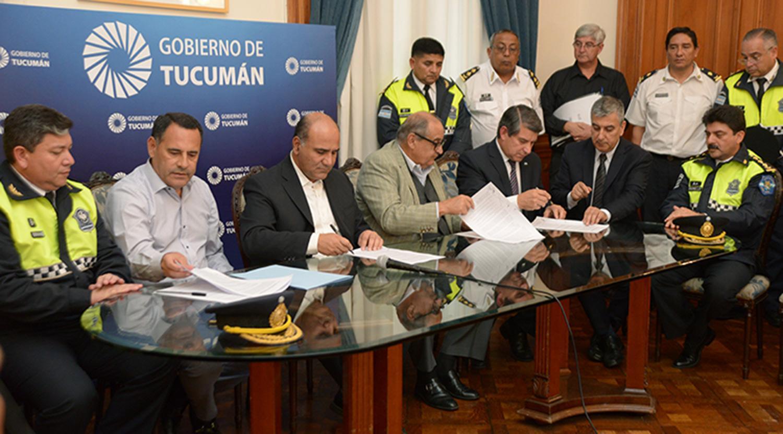 Seguridad y vialidad firmaron un aumento salarial del 25 for Clausula suelo firma acuerdo privado