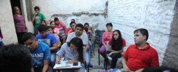 No ven y ayudan a otros jóvenes ciegos a estudiar