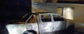 El incendio intencional de una camioneta en Lules alimenta la sospecha de una pelea política