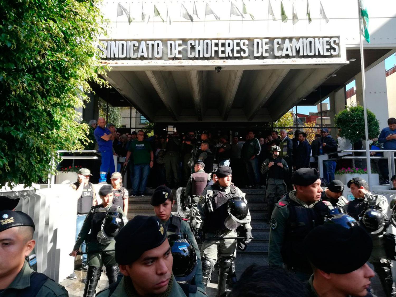Gendarmería allanó nueve sedes del sindicato de Camioneros — Causa Independiente