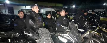 Operativo en El Sifón: detuvieron a cuatro personas y secuestraron armas, droga y motos
