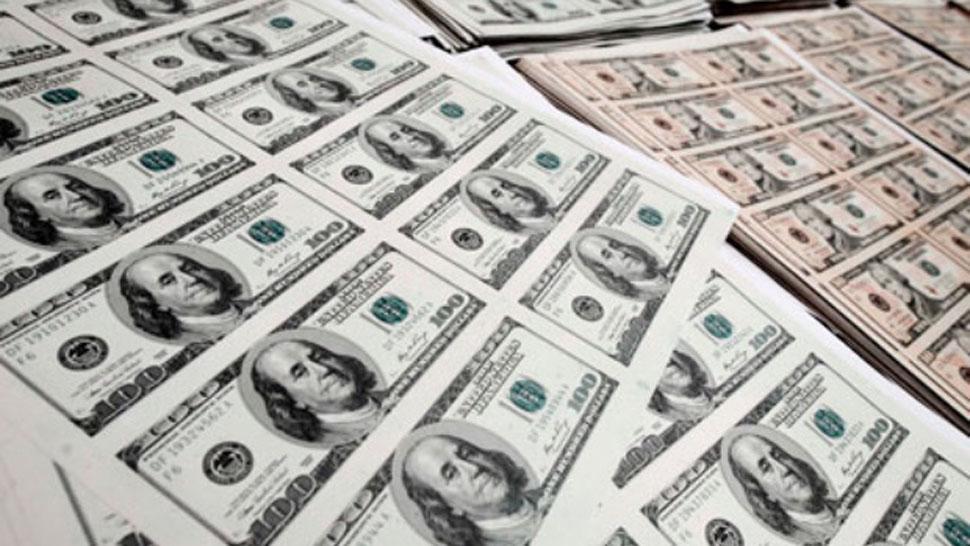 El dólar y riesgo país terminan la semana en baja