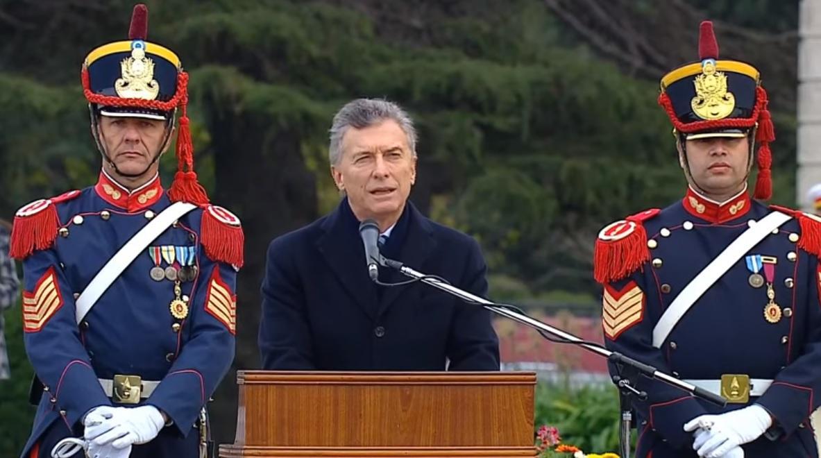 Macri encabezó un acto del Ejército y evitó mencionar el paro nacional