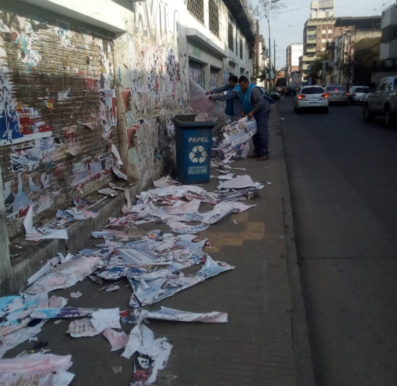 https://img.lagaceta.com.ar/fotos/notas/2019/06/11/comienzan-limpiar-ciudad-parar-dejar-atras-propaganda-politica-809080-182214.jpg