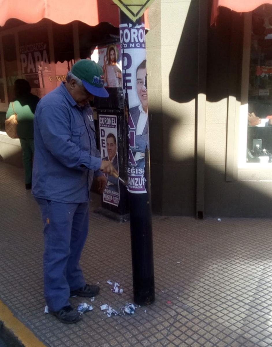 https://img.lagaceta.com.ar/fotos/notas/2019/06/11/comienzan-limpiar-ciudad-parar-dejar-atras-propaganda-politica-809080-182222.jpg